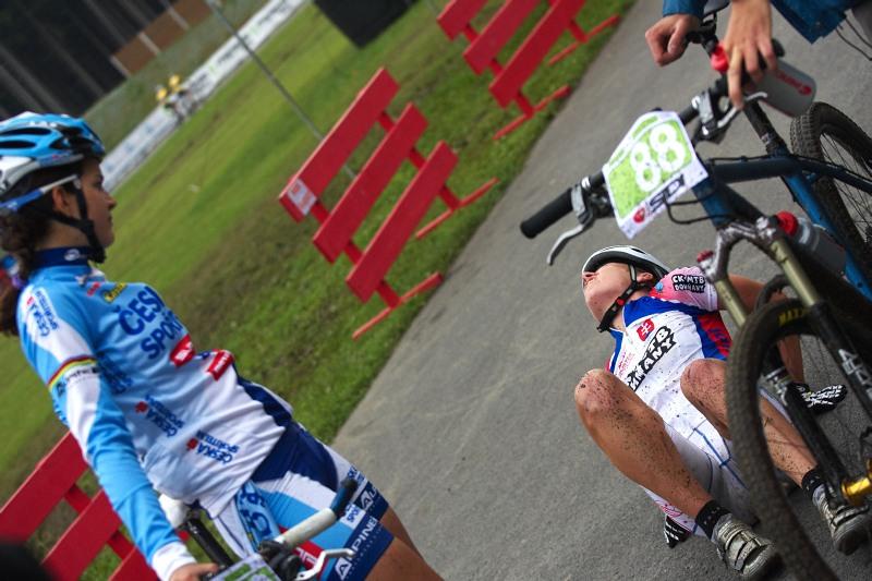 Merida Bike Vysočina 2009 - XCO -  v cíli Tereza s Jankou