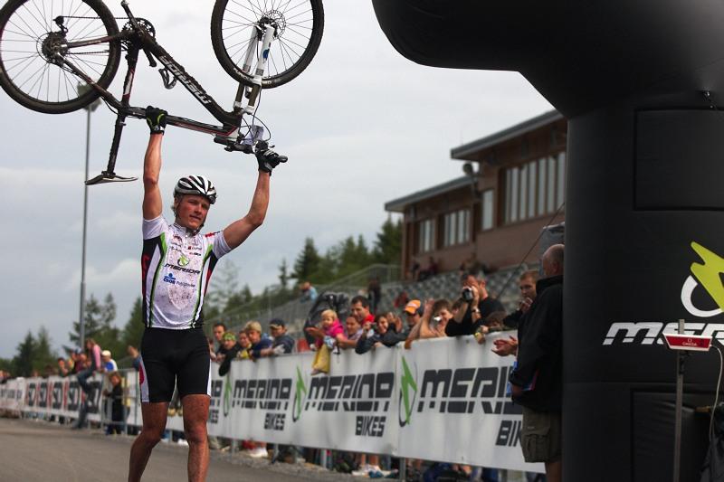 Merida Bike Vysočina 2009 - XCO - Jiří Friedl v cíli jako třetí