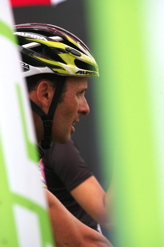 Merida Bike Vysočina 2009 - sprint - soustředěný pohled Jose Antonia Hermidy