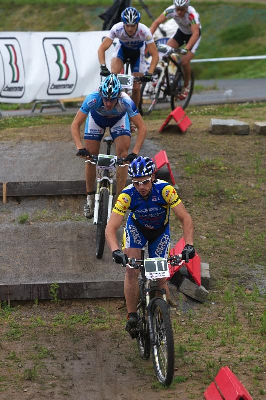 Merida Bike Vyso�ina 2009 - sprint - Franti�ek �il�k by se z�ejm� probojoval v�e neb�t defektu v t�to rozj��ce