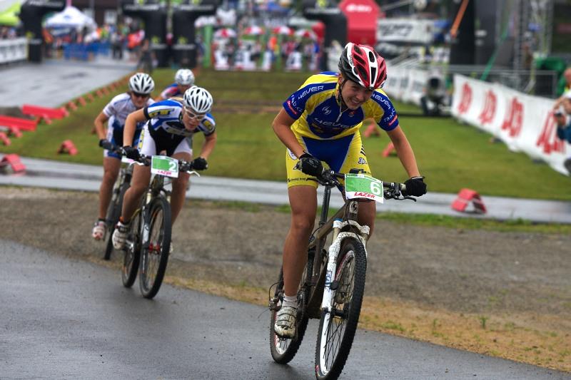 Merida Bike Vysočina 2009 - sprint - Lenka Bulisová před Veselou a Škarnitzlovou