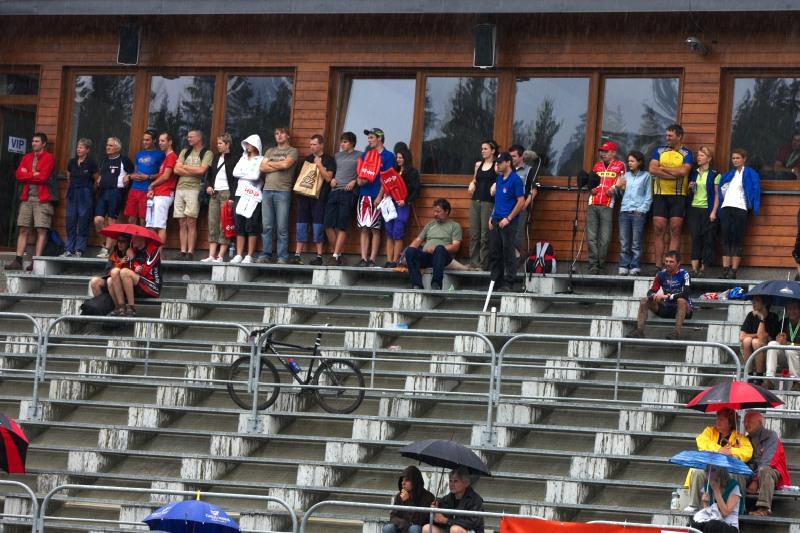 Merida Bike Vysočina 2009 - sprint - déšť diváky zahnal pod střechy