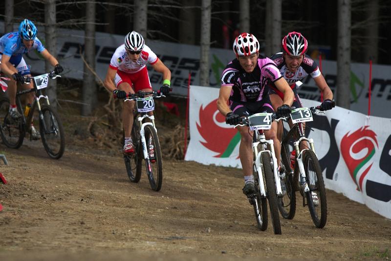 Merida Bike Vyso�ina 2009 - sprint - Kamil Ausbuher a Tom� Vokrouhl�k se perou o prvn� pozici