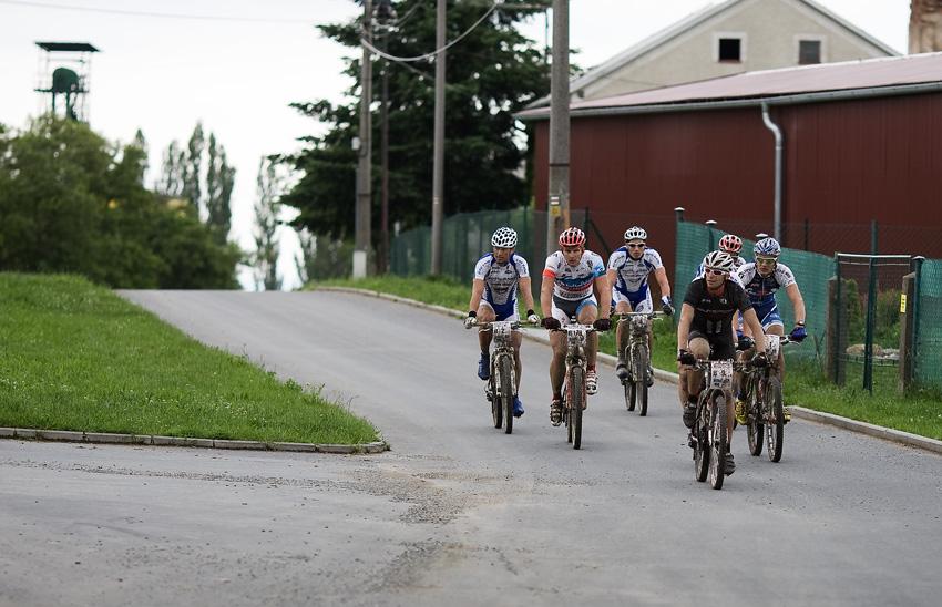 KPŽ 2009 Olomoucká 50 - první grupa na 26 km: Haman, Ježek, Rybařík, Boudný, Fojtík a Hakl