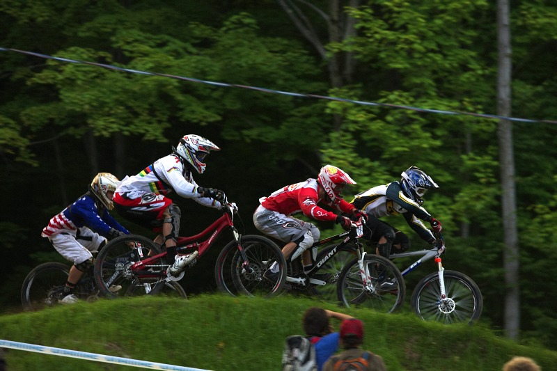 "Nissan UCI MTB World Cup 4X/DH #7 - Bromont 1.8. 2009 - ""Tam Sl�vik"" jako druh�"