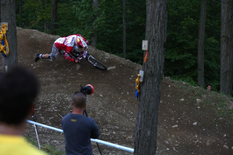 Nissan UCI MTB World Cup 4X/DH #7 - Bromont 1.8. 2009 - Tomáš Slavík měl problémy s vykopáváním nohy z pedálu