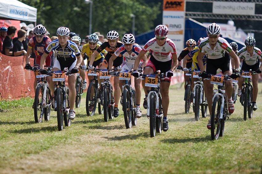 Ostravský Chachar 2009 - start žen Velké ceny Ostravy UCI C2