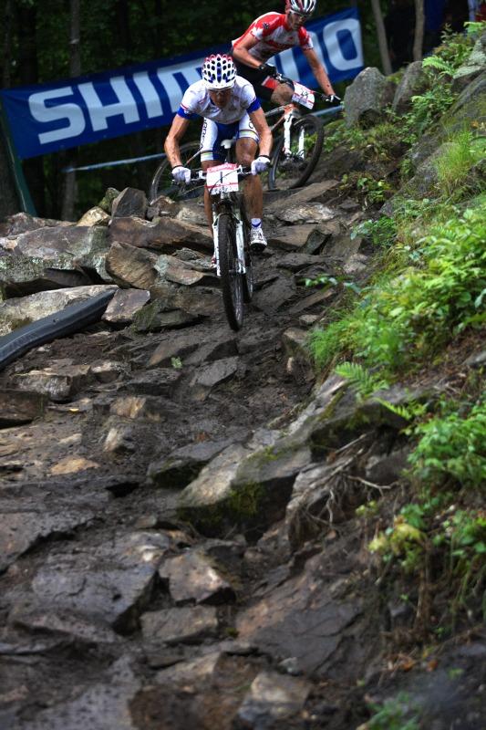 Nissan UCI MTB World Cup XC #5 - Mont St. Anne /KAN/ 26.7.2009 -Julien Absalon ujíždí Kabushovi