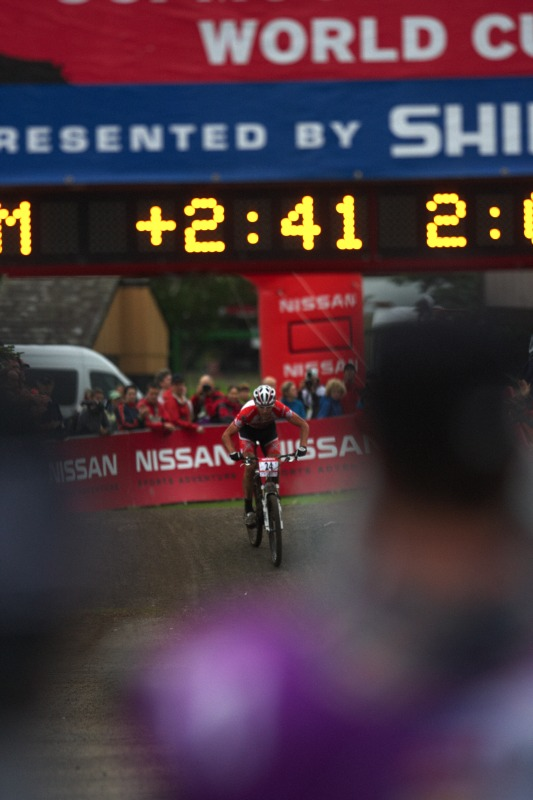 Nissan UCI MTB World Cup XC #5 - Mont St. Anne /KAN/ 26.7.2009 - Geoff Kabush zdolává poslední metry bronzového závodu