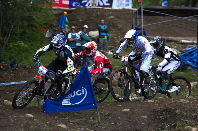 Nissan UCI MTB World Cup 4X+DH #6 - Mont St. Anne /KAN/ 25.7.2009 - Tom� Slav�k bojuje