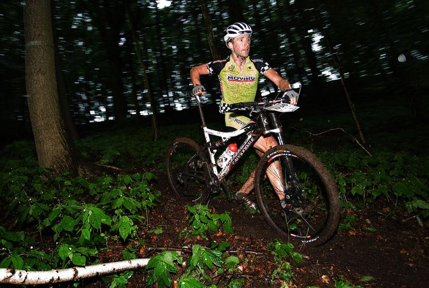 Bikechallenge 2009 - Wouter Cleppe (BEL) v rozbahněném sjezdu