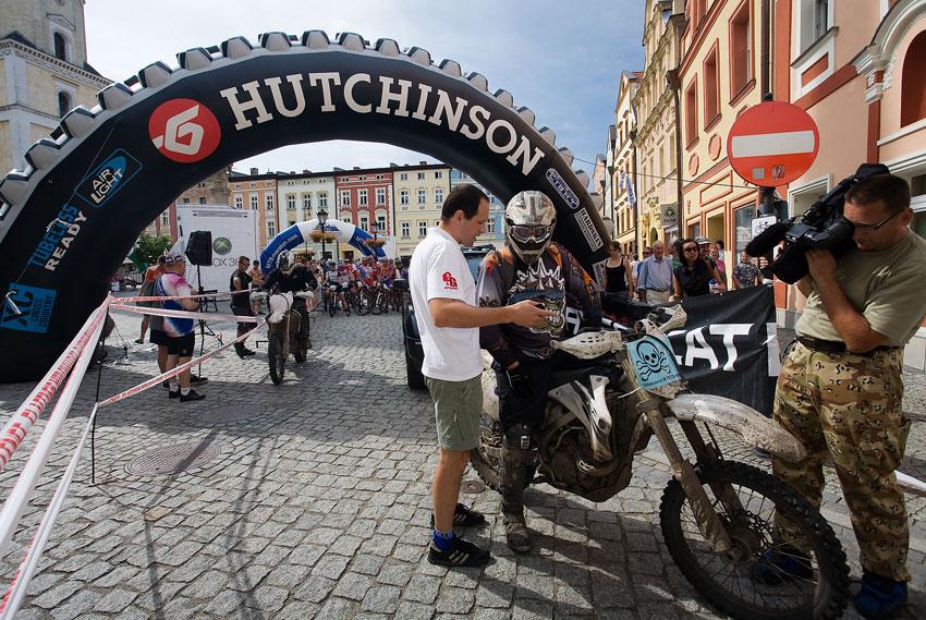 Bikechallenge 2009 - Gregorz Golonko s jedním z motorkářů