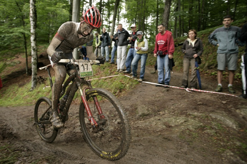 Mistrovství ČR MTB XC 2009 - Karlovy Vary: Jirka Novák se žene za druhým Štybarem