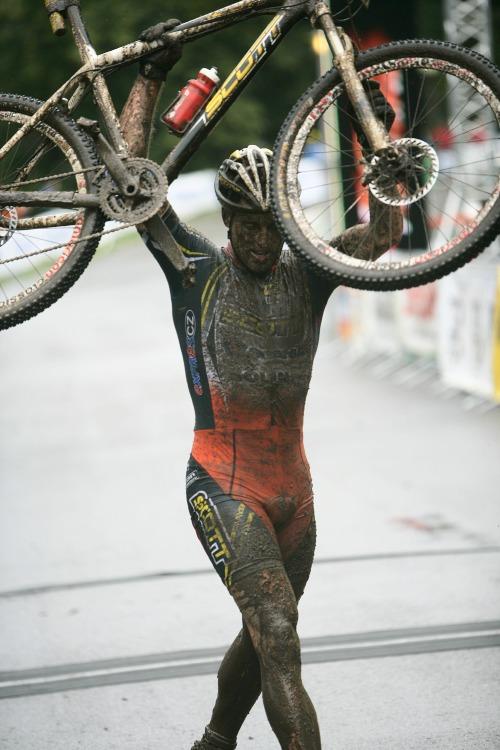 Mistrovství ČR MTB XC 2009 - Karlovy Vary: Lukáš Sáblík slaví titul v kategorii U23