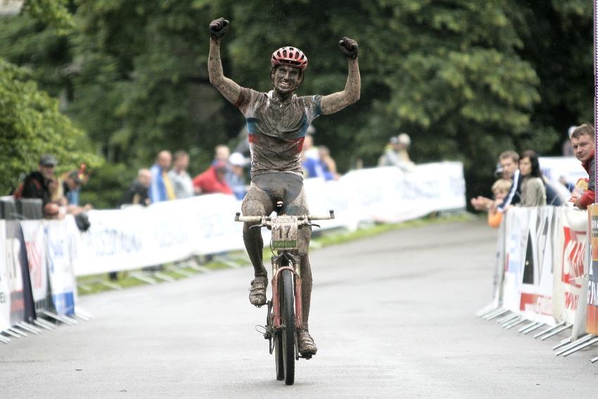 Mistrovství ČR MTB XC 2009 - Karlovy Vary: Jirka Novák to dotáhl na druhé místo a Odlo Specialized má mistrovský double