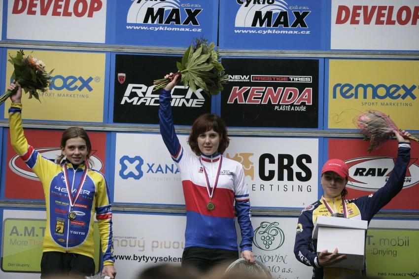 Mistrovství ČR MTB XC 2009 - Karlovy Vary: kadetky - 1. Drahovzalová, 2. Machulková, 3. Hlubinková