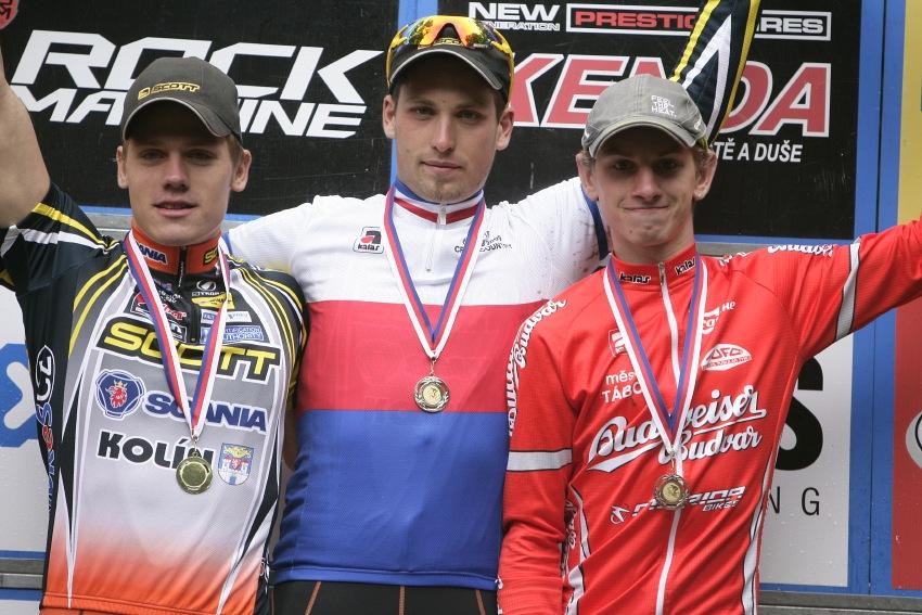Mistrovství ČR MTB XC 2009 - Karlovy Vary: muži U23 - 1. Sáblík, 2. Pešek, 3. Bambula