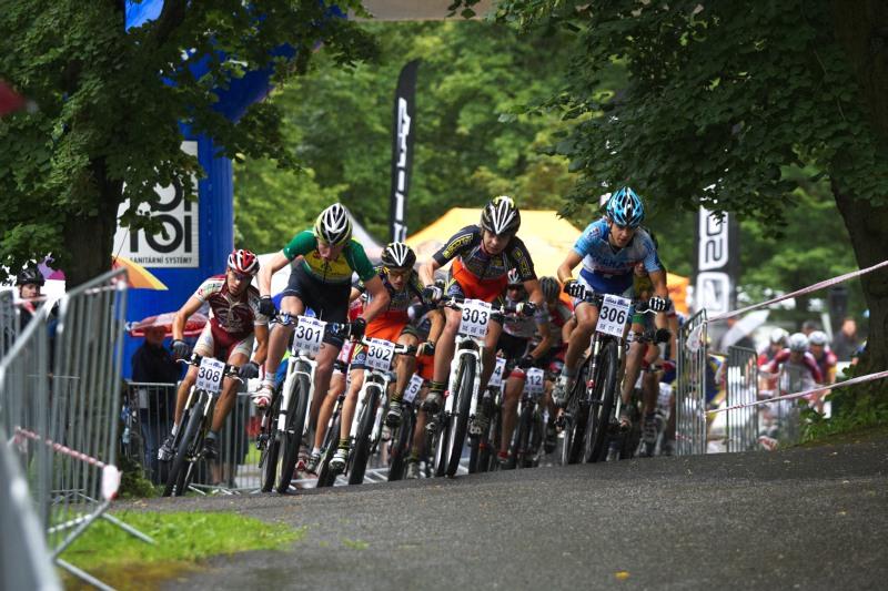 Mistrovství ČR MTB XC 2009 - Karlovy Vary - junioři na trati