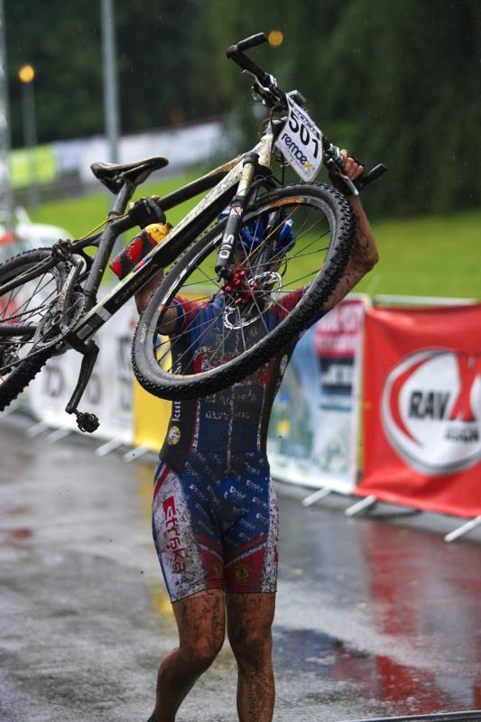 Mistrovství ČR MTB XC 2009 - Karlovy Vary - Markéta Drahovzalová - vítězka kadetek dokonce zajela všechny juniorky! Roste nám tu další Huříková?