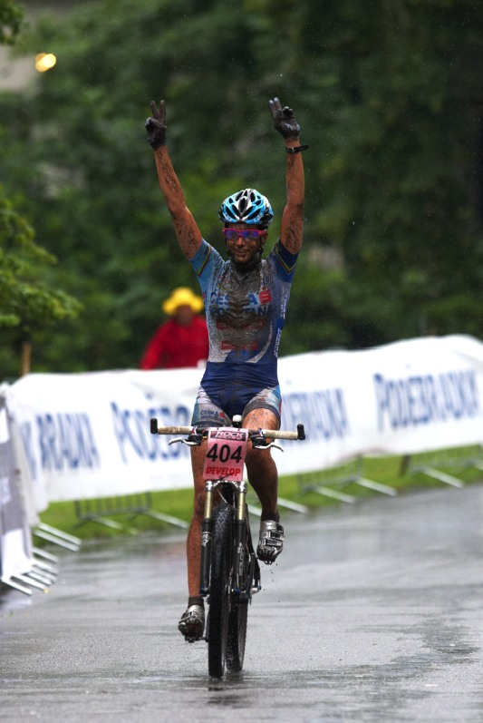 Mistrovství ČR MTB XC 2009 - Karlovy Vary - Tereza Huříková vítězí o čtyři a půl minuty