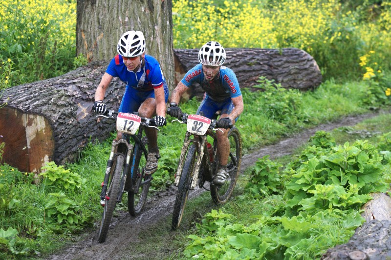 Mistrovstv� Evropy MTB XC 2009 - Zoetermeer /NED/ - elite: Pavla Havl�kov� v souboji s Jankou �tevkovou