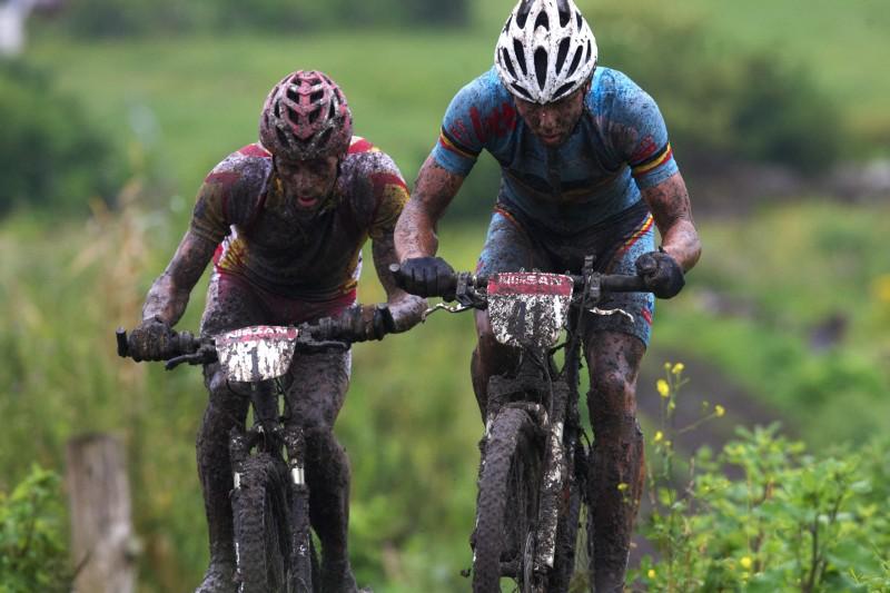 Mistrovstv� Evropy MTB XC 2009 - Zoetermeer /NED/ - elite: Sven Nijs v souboji s Jose Antonio Hermidou
