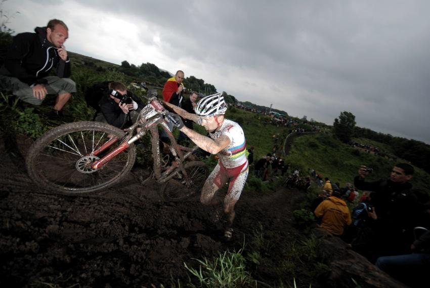 Mistrovstv� Evropy XC 2009 - Zoetermeer /NED/ - mu�i & �eny Elite: Christoph Sauser se z�vodem state�n� protr�pil