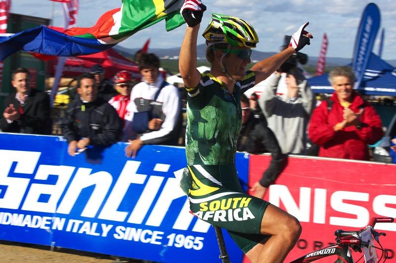 Mistrovství světa MTB XC 2009, Canberra /AUS/ - Burry Stander si vychutnává dojezd do cíle