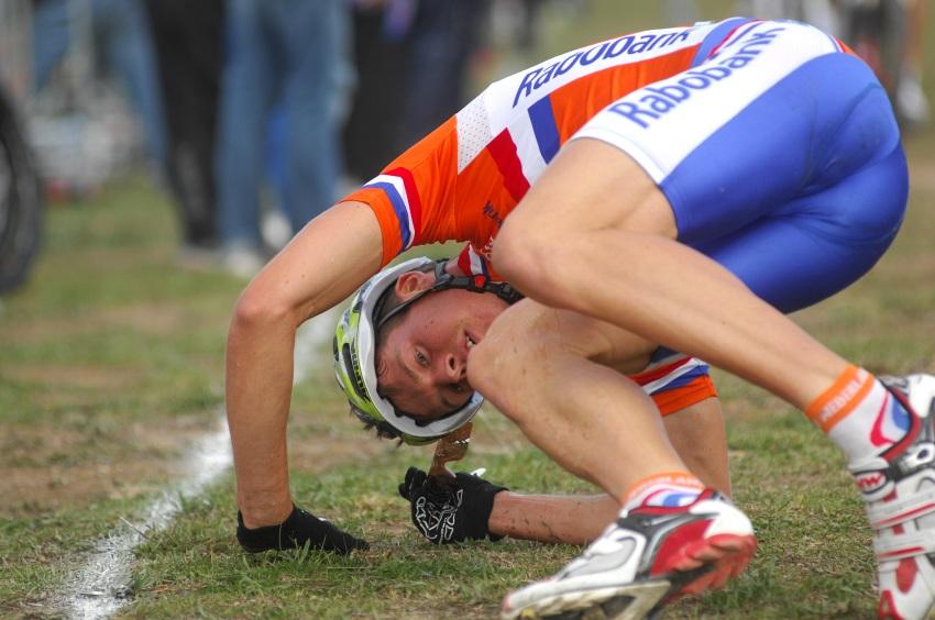 Mistrovství světa MTB XC 2009, Canberra - muži U23: Holanďané předváděli ve feedzóně zajímavé kreace