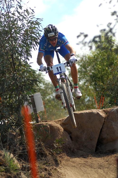 Mistrovství světa MTB XC 2009, Canberra - junioři: Gerhard Kerschbaumer se před ničím ani nepřibrzdil