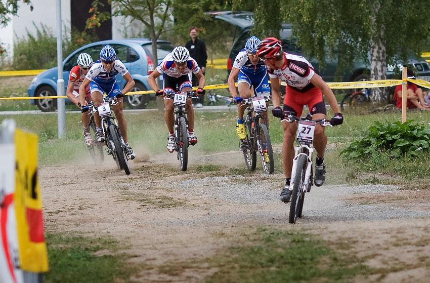 Bakovsk� maraton 2009 - Vokrouhl�k u� si kontroluje 1. m�sto, o 2. se sv�d� tuh� boj