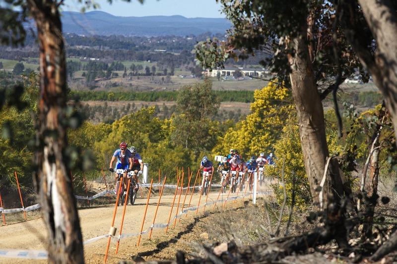 Mistrovství světa MTB XC 2009, Canberra /AUS/ - Jára Kulhavý vede balík v závodě štafet