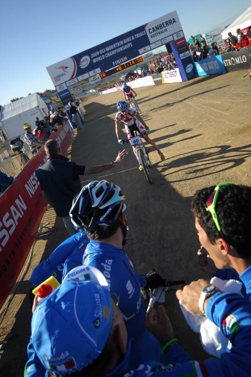 Mistrovství světa MTB XC 2009, Canberra /AUS/ - druzí dojíždí Kanaďané, třetí Francouzi