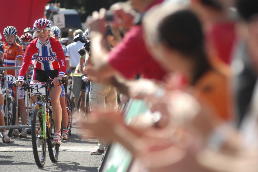 Mistrovství světa v MTB maratonu 2009 - Graz /AUT/: Gunn Rita Dahle za potlesku znovu na startu