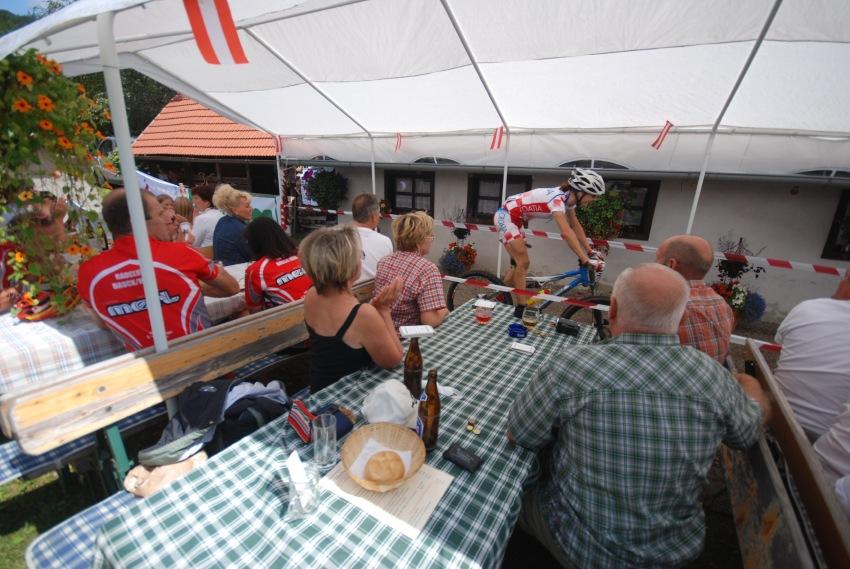 Mistrovstv� sv�ta v MTB maratonu 2009 - Graz /AUT/: pr�jezd vinicemi