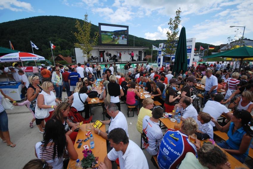 Mistrovství světa v MTB maratonu 2009 - Graz /AUT/: diváci v cíli vše sledovali živě