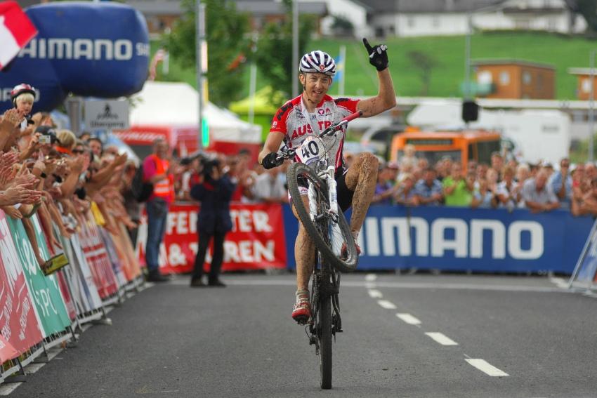 Mistrovství světa v MTB maratonu 2009 - Graz /AUT/: cílové gesto čtvrtého Christopha Soukupa