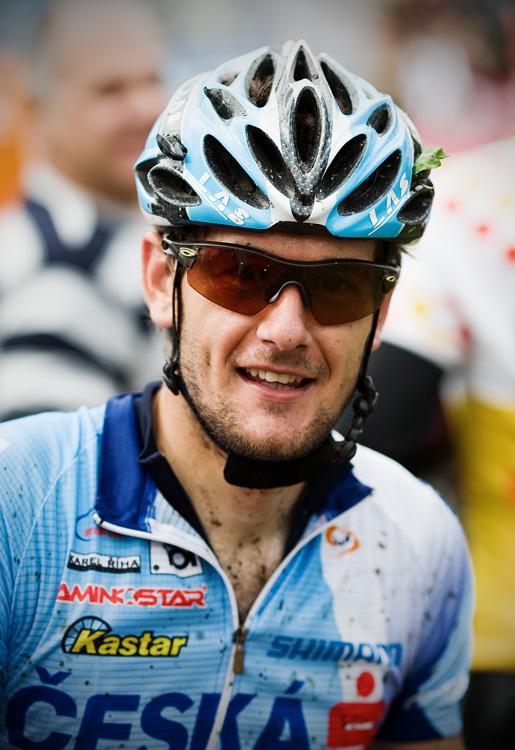 KPŽ AM bikemaraton ČS Karlovy Vary 2009 - znavený Tomáš Trunschka v cíli
