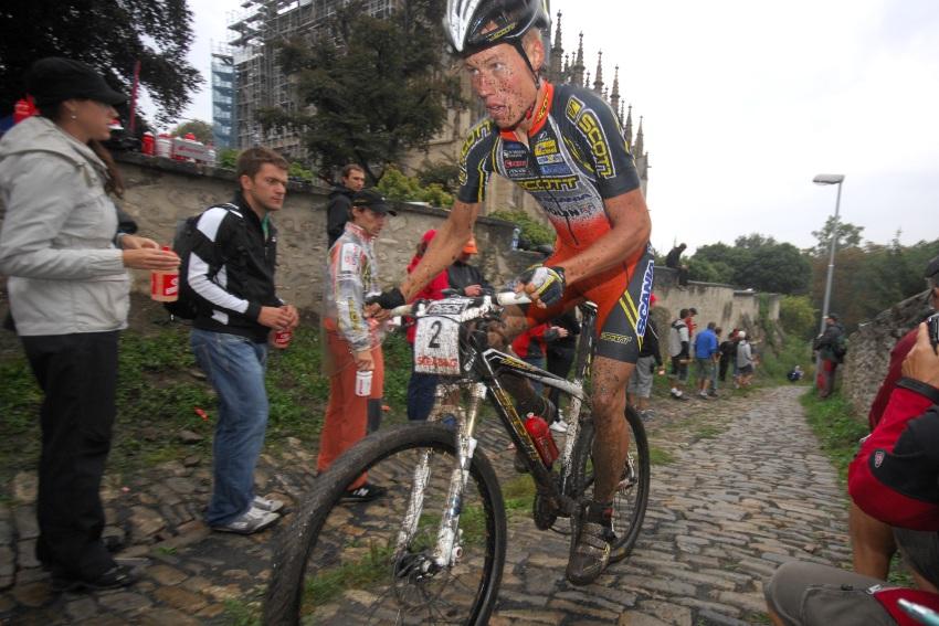 ČP MTB XC 2009 - finále Kutná Hora: útok Filipa Eberla na konci prvního kola