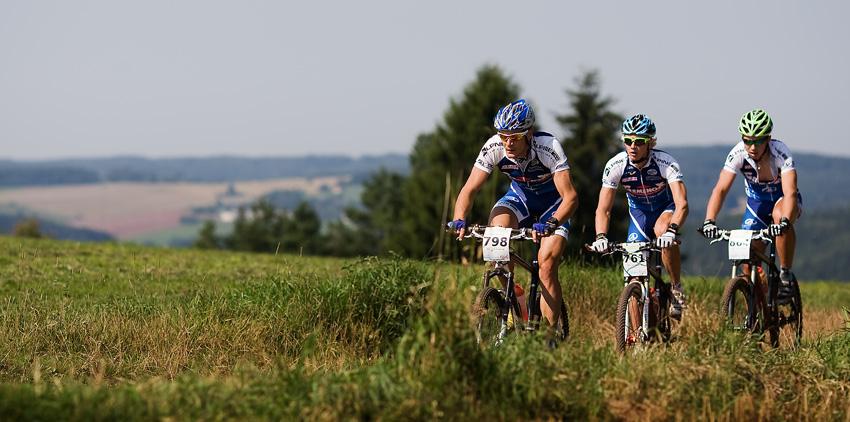 Podkrkono�sk� maraton 2009 - trio Je�ek, �ilar a Stro� ur�ovalo tempo z�vodu