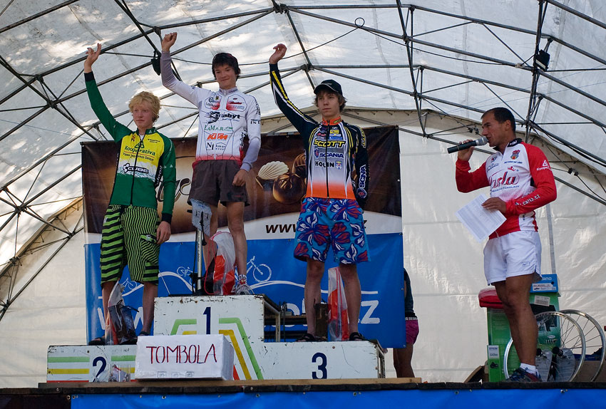 Podkrkono�sk� maraton 2009 - 50 km a nejlep�� junio�i: 1. Skalick� 2. Nesvadba 3. Vesel�