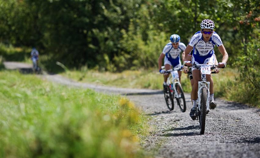 KPŽ Ještěd Tour 2009 - Honza Fojtík stíhá vedoucí skupinku