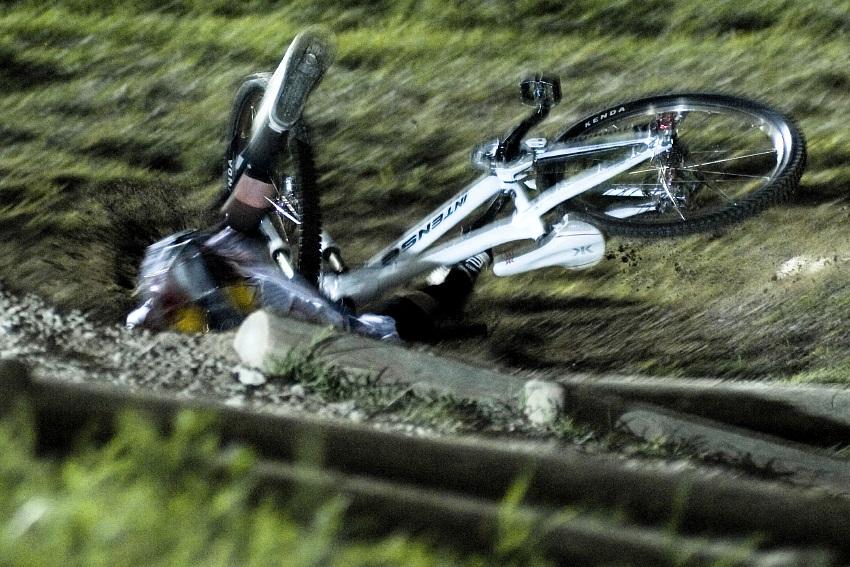 Sv�tov� poh�r 4X, Schladming 2009: favorizovan� Jill Kintner ryje hlavou v zemi ...