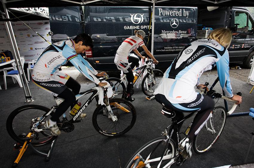 SP XCO Champéry 2009 ženy - příprava na závod u Ghostu