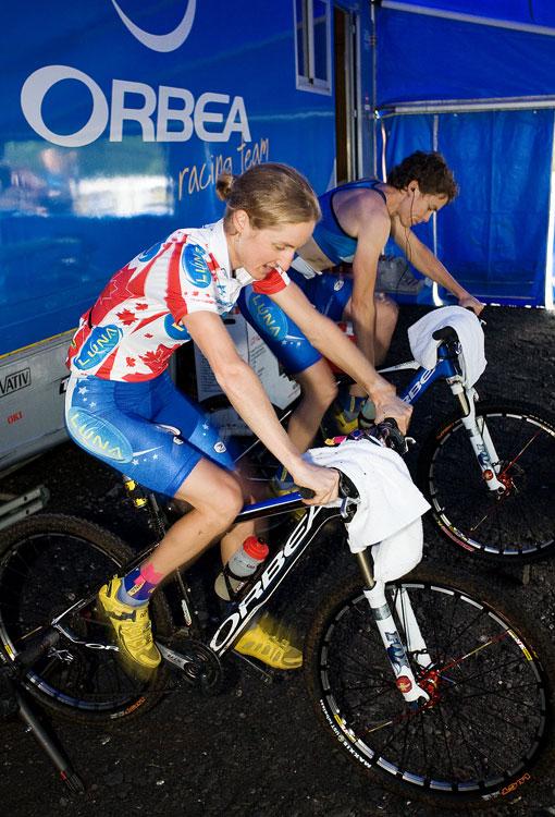 SP XCO Champéry 2009 ženy  - Luna Pro team - Catharine Pendrel a Marie-Helene Premont