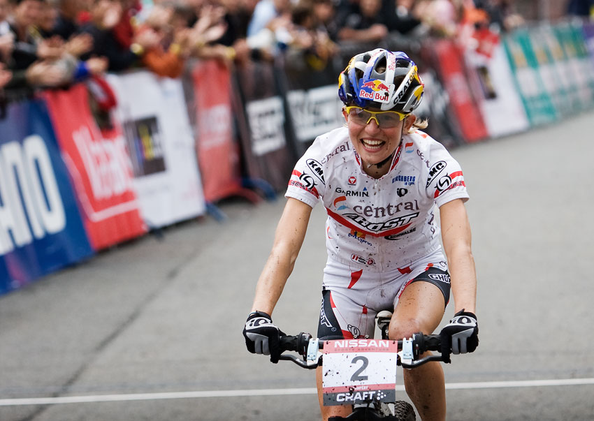 SP XCO Champéry 2009 ženy - přešťastná vítězka Elisabeth Osl