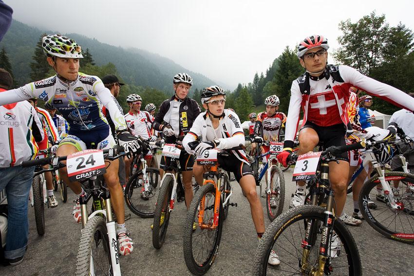 SP XCO Champéry 2009 junioři - čekání na start