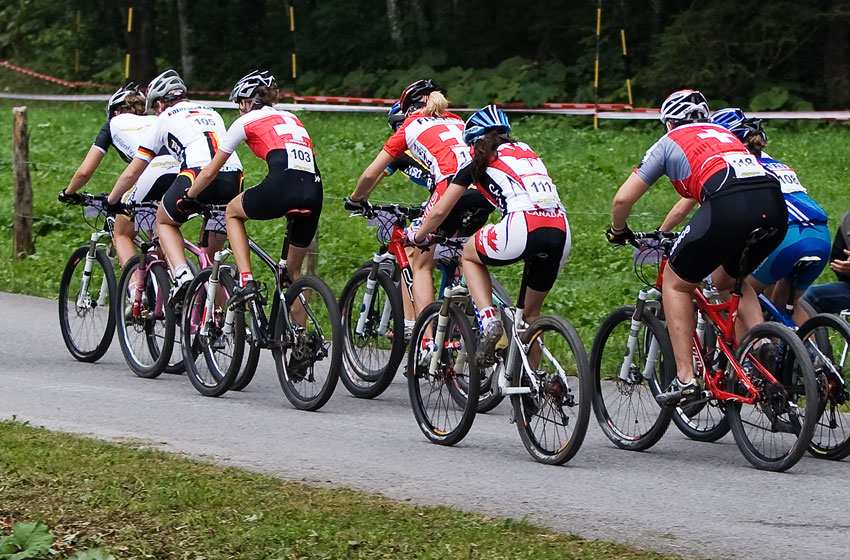 SP XCO Champ�ry 2009 juniorky - t�lesn� extr�m v pod�n� �v�carek...
