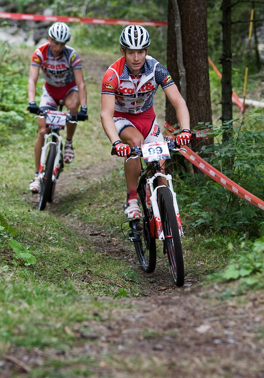 SP XCO Champéry 2009 - páteční tréninky - Kristián Hynek a Matouš Ulman