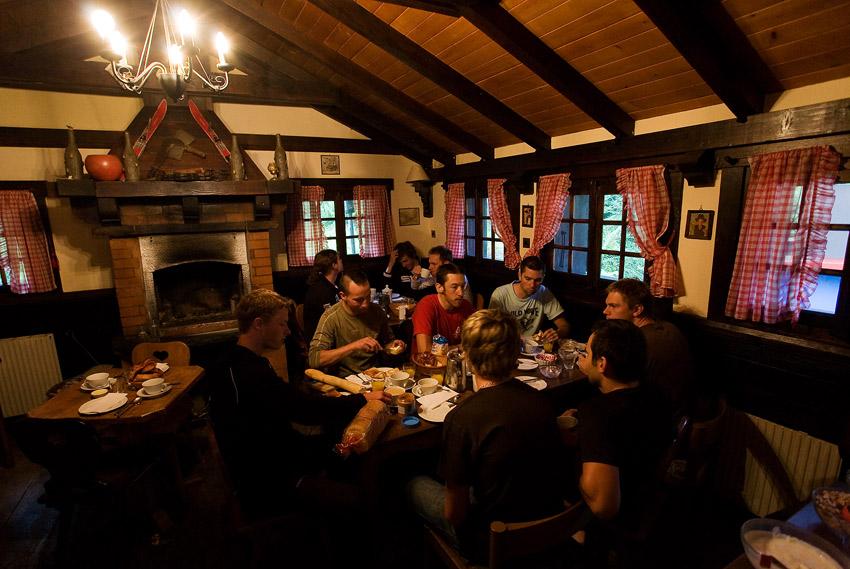 SP XCO Champéry 2009 - Merida a Česká Spořitelna MTB ráno při snídani
